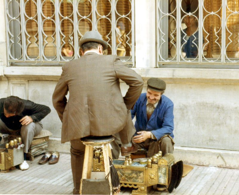 010- Turquie 84 Istanbul cireur de chaussures