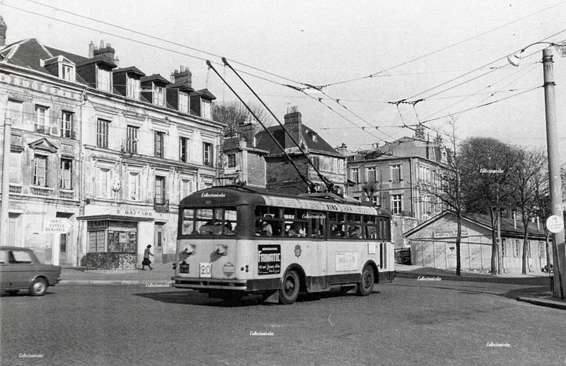 Rouenvers1960Tram place BeauvoisineCollectionicolas2