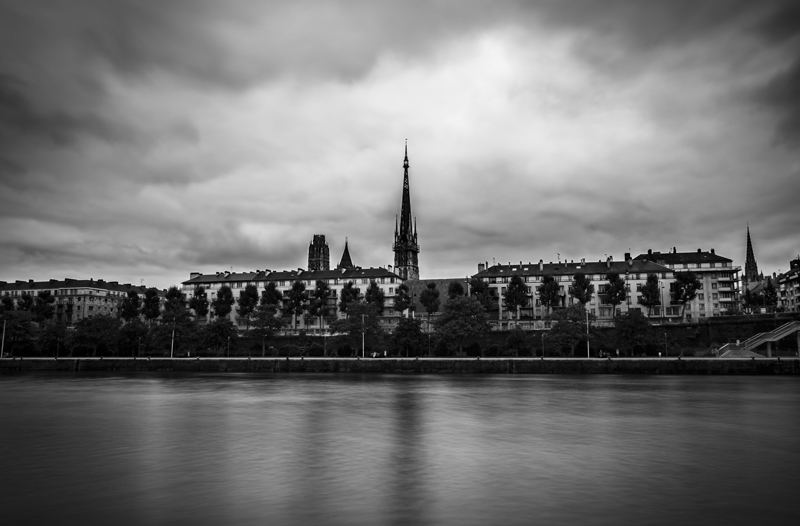 Cathedrale_b_w_pose_longue