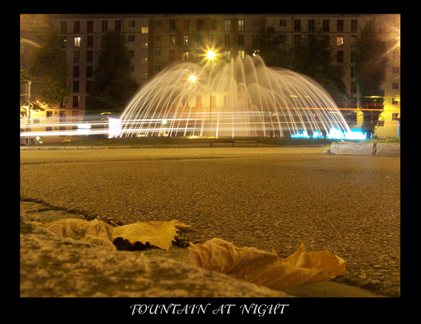 Fontaine_at_night